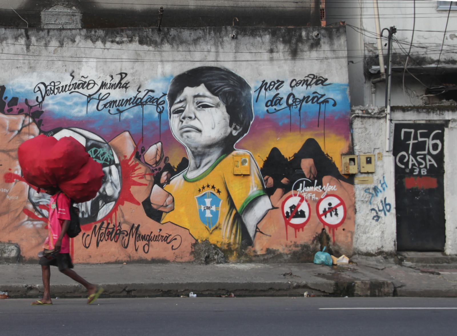Graffiti in der Favela Metro mit Kritik an der Fifa